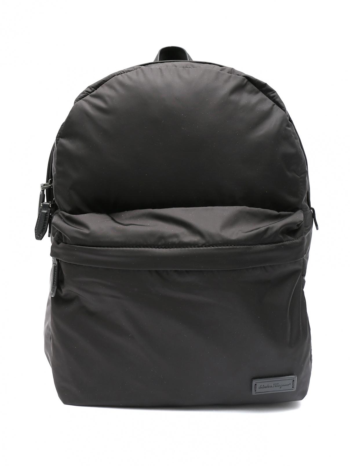 Рюкзак дутый из нейлона Salvatore Ferragamo  –  Общий вид  – Цвет:  Черный
