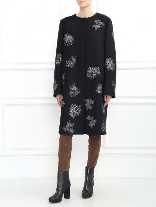 Пальто декорированное вышивкой - Модель Общий вид