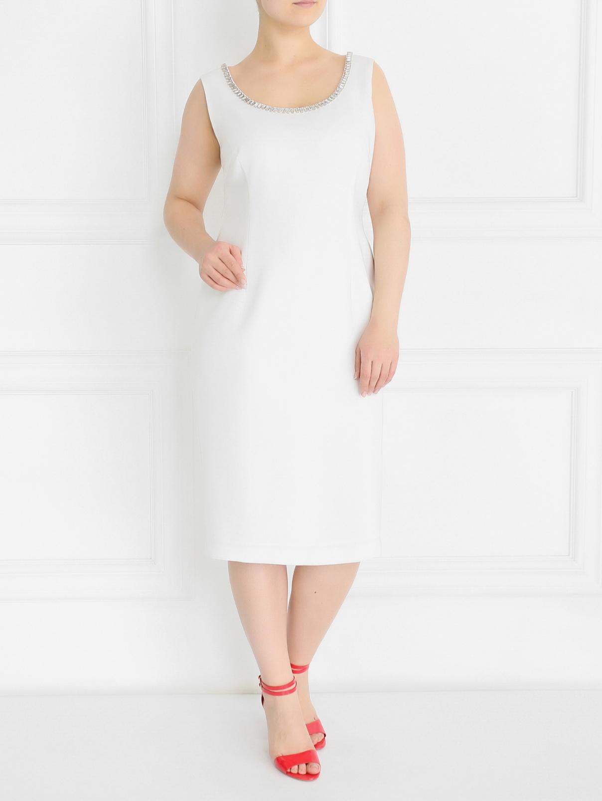 Платье-футляр с декоративной отделкой из кристаллов Marina Rinaldi  –  Модель Общий вид