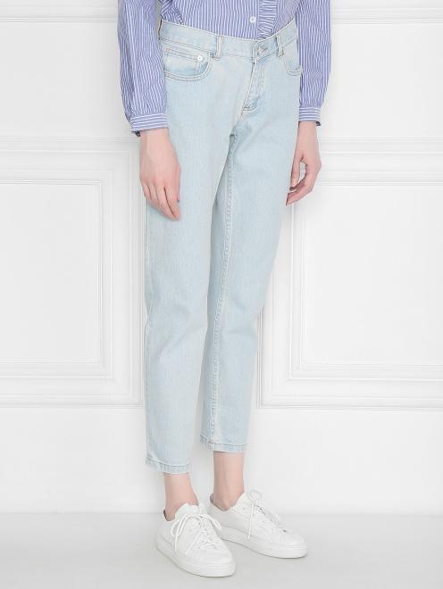 Укороченные джинсы из светлого денима - МодельВерхНиз