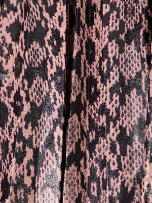 Плиссированная юбка из кожи с узором - Деталь
