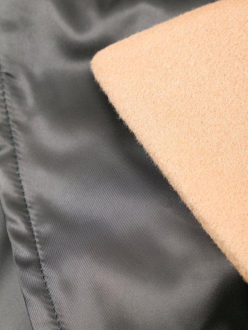 Пальто с контрастной отделкой и поясом - Деталь