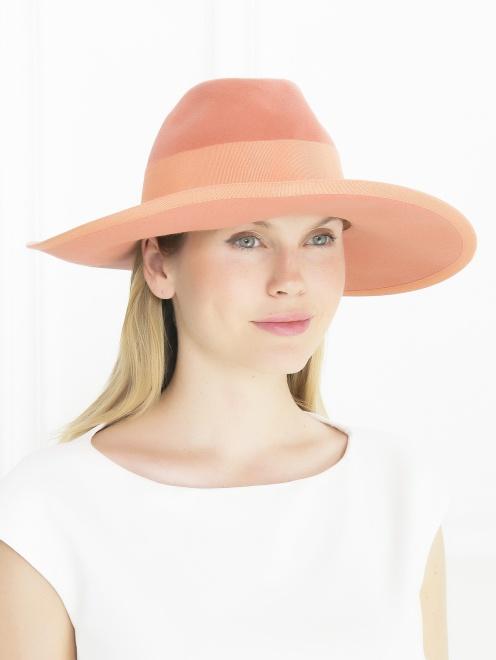 Шляпа с широкими полями и декоративной отделкой  - Общий вид