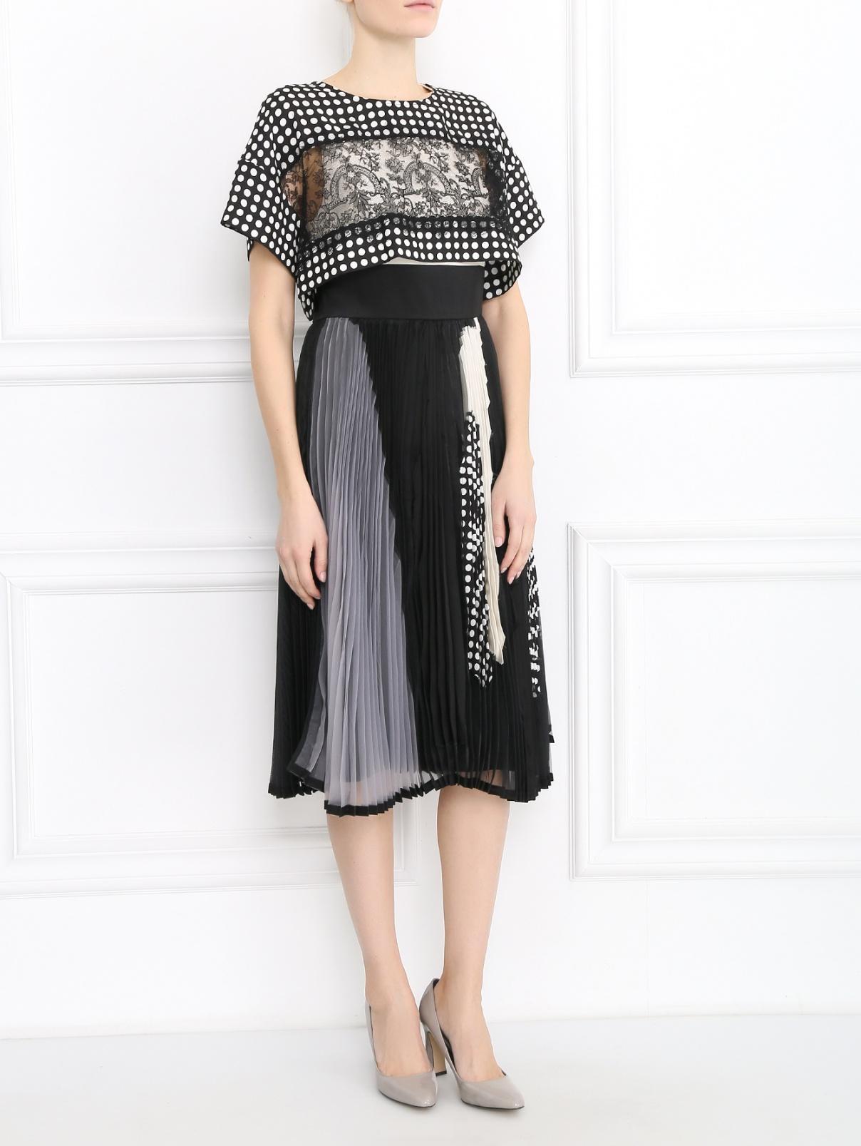 Платье свободного кроя из смешанного шелка с узором и отстегивающейся накидкой Antonio Marras  –  Модель Общий вид