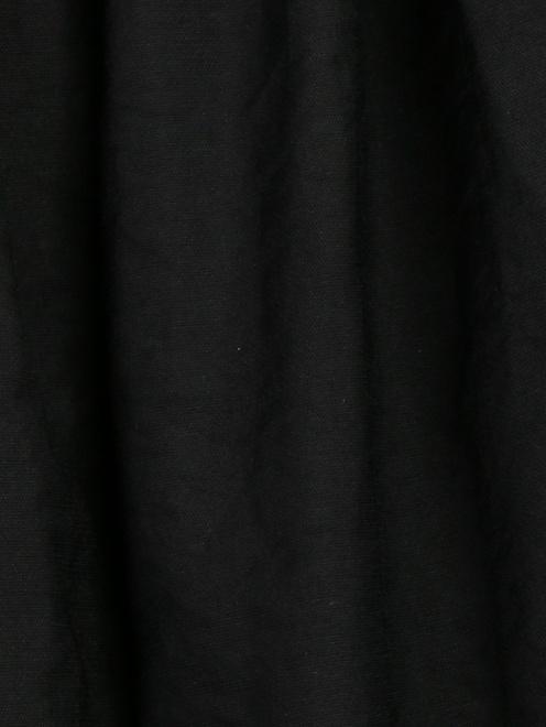 Брюки свободного кроя из жатой ткани - Деталь